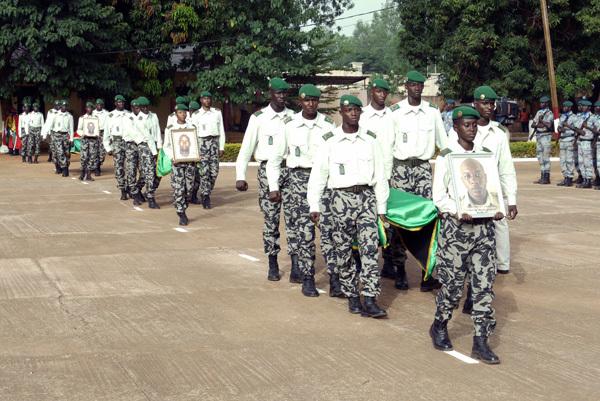 Cinq élèves officiers décèdent suite à des sévices au Mali  ( AUDIO )