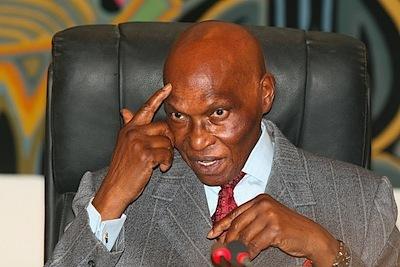 Le Vieux Monstre et  THIAT  : La république tyrannique de Abdoulaye Wade  (Mohamed El Kouhtoub BOP)