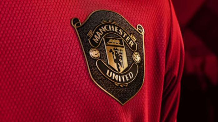 Adidas dévoile le nouveau maillot « Old school » de Manchester United