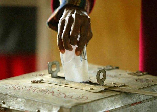 Tirs croisés contre le mandat de trop (Amadou Fall).