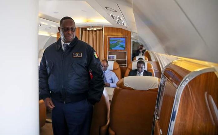 Le président Macky Sall à bord de la pointe Sarène en tenue de escadrille présidentielle
