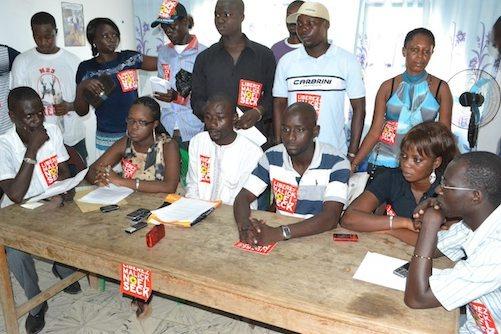 Les jeunes de l'opposition à la Raddho après la remise de la lettre au Conseil constitutionnel