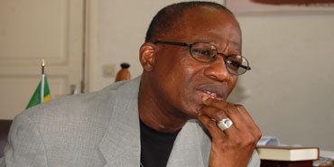Réaction Amadou Lamine Sall Poète Quil Rende Les Livres