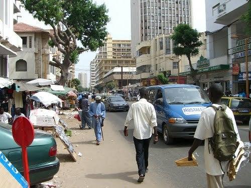 Dernière actualité! Les marchands ambulants manifestent sur l'avenue Ponty