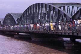 La réhabilitation du pont Faidherbe a coûté 14,5 milliards de francs CFA à l'Etat, selon le président Wade