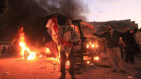 Un mort et 676 blessés dans les affrontements place Tahrir