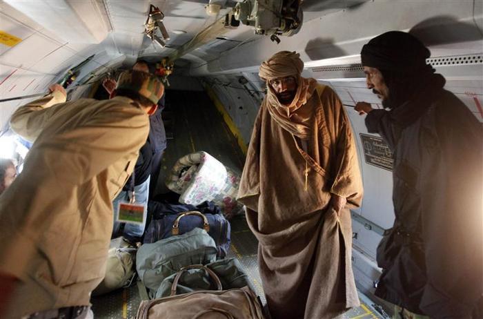 Saïf al Islam Kadhafi se livre  Pardon, Messieurs, C'est Où, la Cpi ? (Pathé MBODJE)