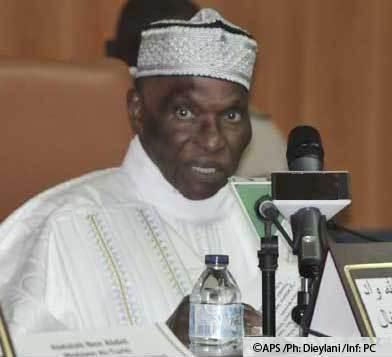Le Séminaire de la stratégie de chaos du président Abdoulaye Wade: entre ingérence institutionnelle réelle et ingérence militaire éventuelle: la force de l'argument de l'imposture constitutionnelle (Mohamed El Kouhtoub BOP)
