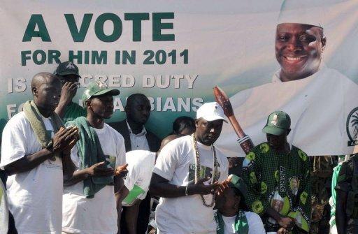 La Gambie organise sa présidentielle, critiquée par la Cédéao