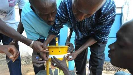 On vote avec des billes en Gambie