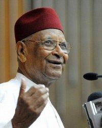 Amadou Mahtar Mbow avertit : «Le temps n'est pas élastique.»