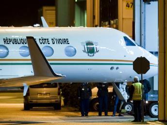 L'avion transportant Laurent Gbagbo, sur le tarmac de l'aéroport de Rotterdam aux Pays-Bas, le 30 novembre 2011.