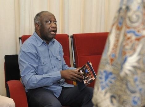 Le transfert de Laurent Gbagbo à La Haye ou les méfaits de la vanité du pouvoir (le commentaire du jour de Cheikh Yérim Seck).
