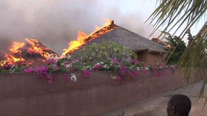 Le promoteur du Lamantin Beach et de la Résidence du Port - qui ont tour à tour brûlé - respecte-t-il les normes de construction ?