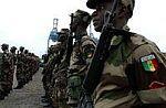 Militaire et invalides bloquent la route de Ouakam