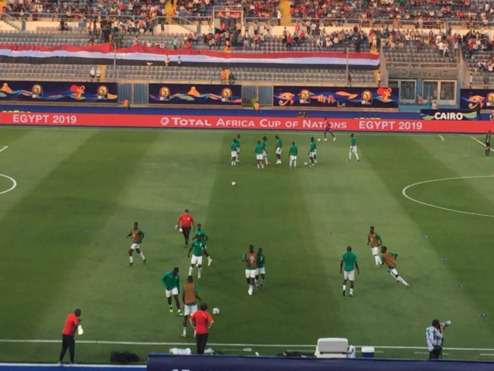 L'avant-match Sénégal-Tanzanie : Du soleil et de la chaleur au Stade du 30 Juin durant l'échauffement des Lions
