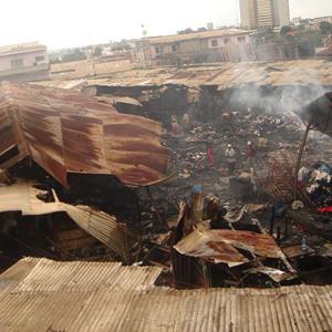Marché de Colobane : Un mystérieux incendie réduit 110 cantines en cendres