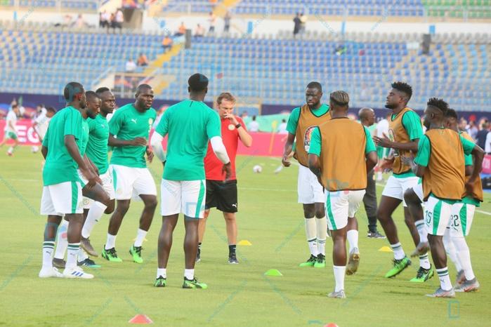 Sénégal - Algérie : Les joueurs à l'échauffement sous la chaleur estivale ( IMAGES )