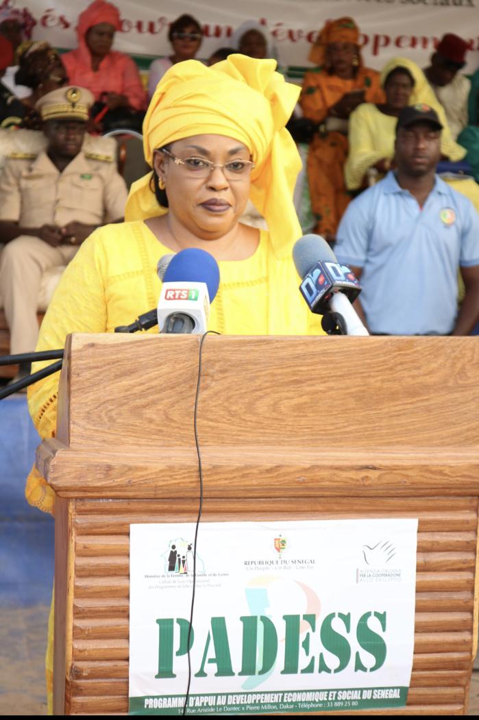 Bounkiling : Le ministre de la Femme injecte 226.333.453 francs pour la construction et l'équipement de la maison de la femme, la mise en place d'une ligne de crédit d'un montant de plus d'un demi milliard sur trois ans.