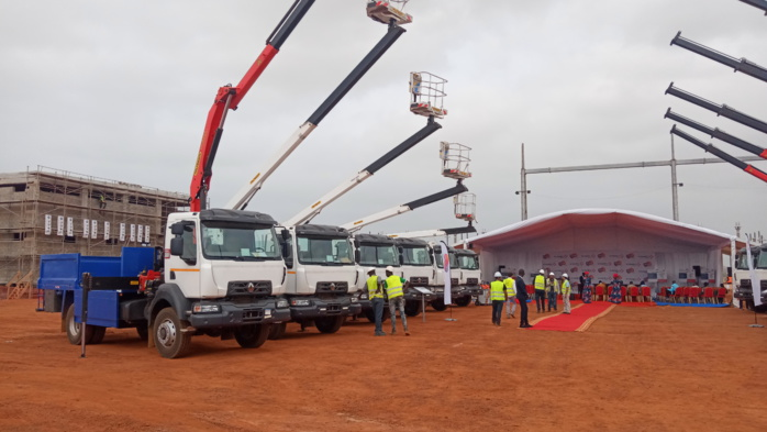 Distribution d'énergie : Avec Vinci Énergies, la Senelec réceptionne un nouveau parc d'engins lourds.