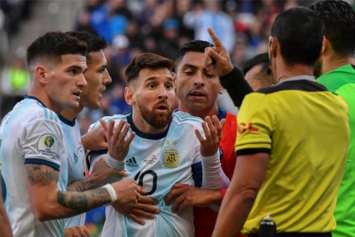 """Copa America / Argentine - Chili : Lionel Messi exclu, crache ses vérités et parle d'un tournoi """"corrompu"""""""