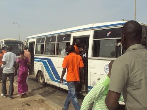 Les jeunes de Rewmi profitent des embouteillages pour vulgariser le projet de Idrissa Seck (PHOTOS)