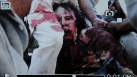 La mort de Kadhafi, un crime de guerre?