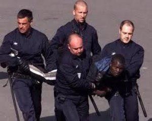 Espagne: expulsion d'émigrés vers le Sénégal.