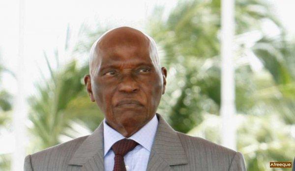 Abdoulaye Wade: «L'opposition a suggéré à des Européens de me donner le prix Nobel de la paix si je ne me présente pas.»