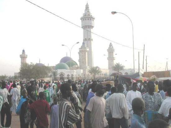 L'économie de la tournée internationale de Cheikh Bassirou Mbacké Abdoul Khadre en prélude du Magal 2012