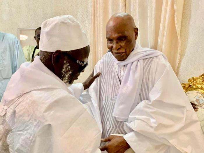 Le Président Abdoulaye Wade reçu par le Khalife Général des Mourides dans sa résidence de Darou Miname. (IMAGES)