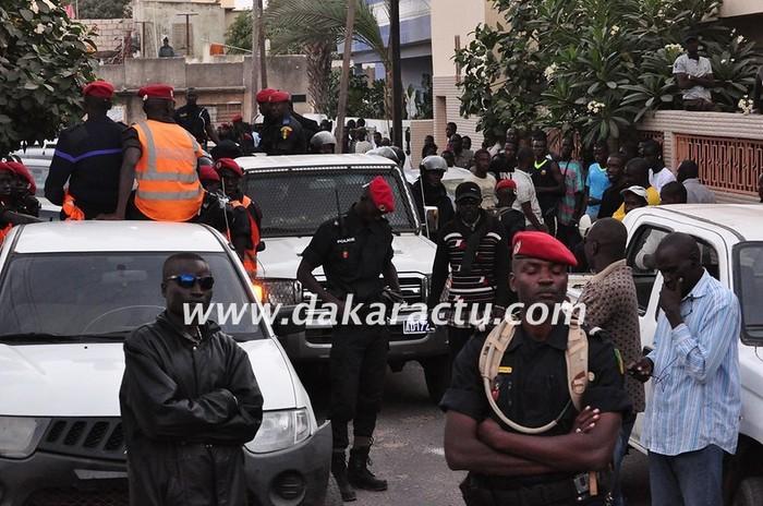 Dernière minute: un détachement impressionnant de la police chez Barthélémy Dias pour le cueillir