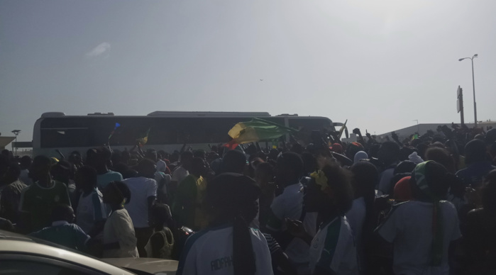 """Arrivée des """"Lions"""" à LSS : Les """"Lions"""" rejoignent directement le palais accompagnés par une marée humaine"""