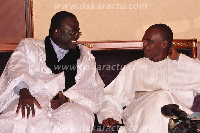 Serigne Abdoul Ahad Gaïndé Fatma reçoit Ousmane Tanor Dieng au colloque sur le soufisme