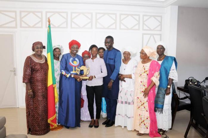 PAIX ET SÉCURITÉ : Mimi Touré distinguée Championne par le Groupe de Travail des Nations Unies en Afrique de l'Ouest