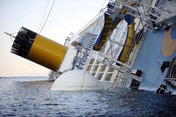 Naufrage du bateau de croisière Costa Concordia: Incroyables erreurs du capitaine et de l'équipage.