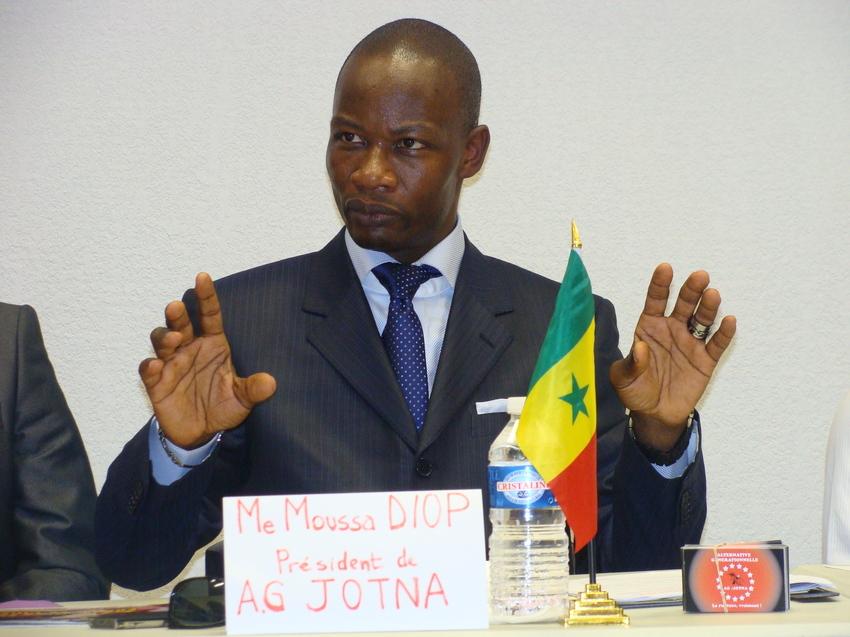 Maître Moussa Diop, président d'Alternative générationnelle (AG/Jotna) retire sa candidature à la présidentielle de 2012 pour renforcer celle de Macky Sall.