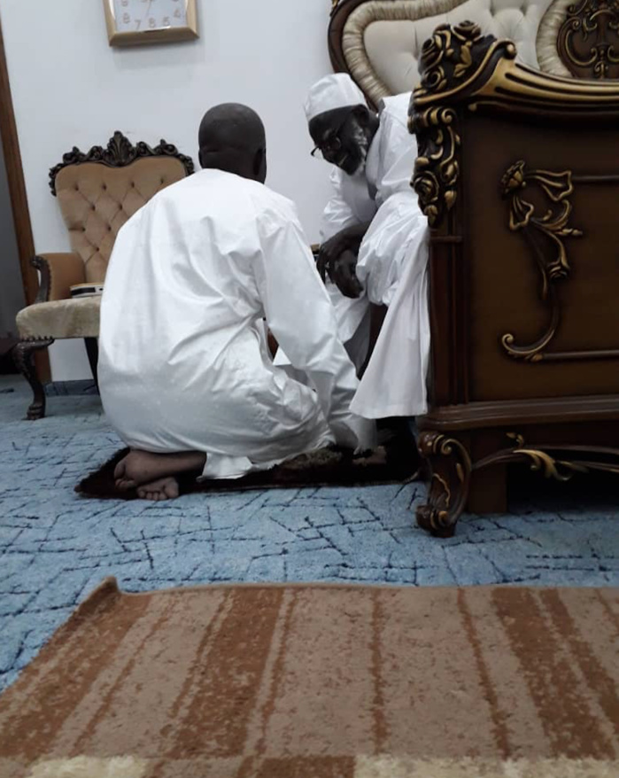 TOUBA / Première visite de Mahammad Dionne après sa sortie d'hôpital auprès du Khalife Général des Mourides