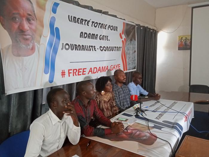 Après 40 jours de détention d'Adama Gaye, les soutiens du journaliste exigent sa libération