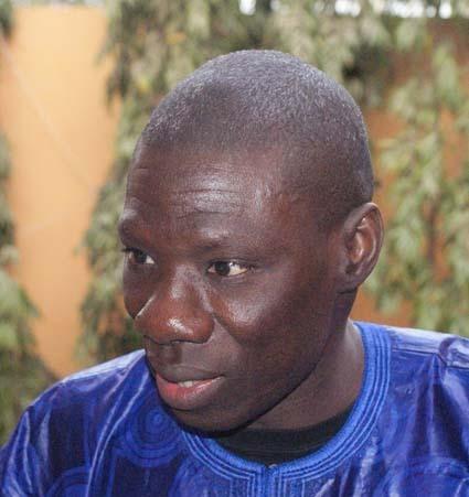Abdou Aziz Diop, porte-parole du M23, appelle les Sénégalais à venir notifier à Wade l'illégalité de sa candidature