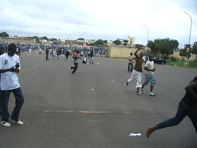 Dernière minute: les étudiants veulent assister à la levée du corps de Mamadou Diop.
