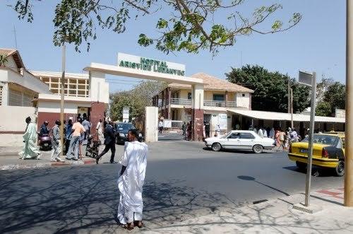 Les étudiants pénètrent dans l'hôpital Le Dantec