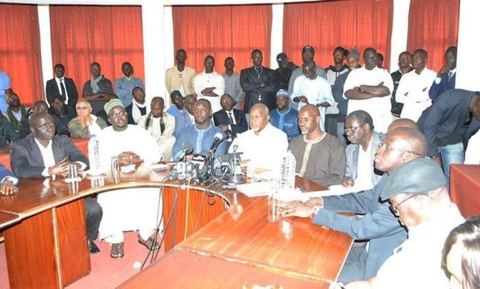 Pendant que Dakar brûlait, les 13 candidats de l'opposition remplissaient leurs formalités de participation à la présidentielle.