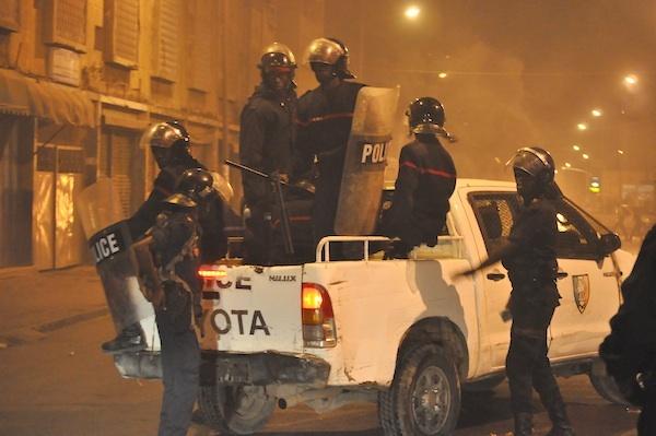 Exclusif ! Pourquoi a-t-on l'impression que les policiers fuient face aux manifestants ?