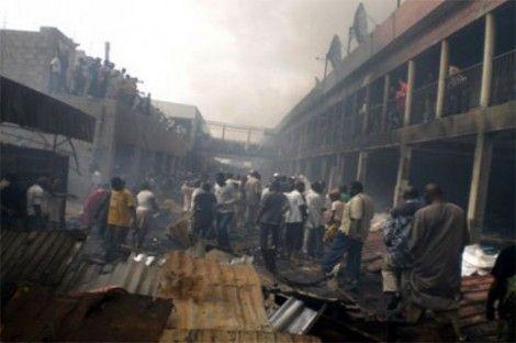 Dernière minute: le marché central de Rufisque réduit en cendres.