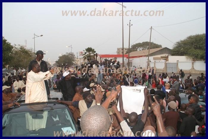 Image du face-à-face Abdoulaye Wade - Macky Sall sur l'avenue Bourguiba