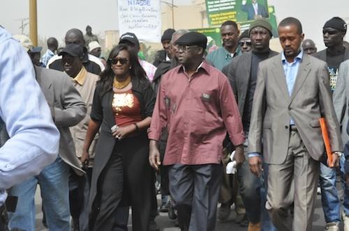 Dernière minute: Moustapha Niasse se dirige vers Sandaga avec un cortège de plus de 100 véhicules
