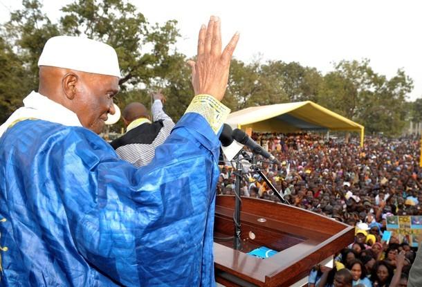 Me Wade accueilli par une foule immense à Kébémer