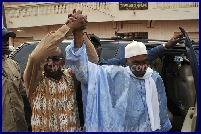 Regardez Abdoulaye Wade et MoustaphaGuirassy parader à Kédougou