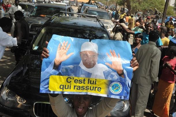 Kédougou - Coalition Macky vs FAL 2012 : On déchire les affiches à qui mieux-mieux, on se fait face à quelques heures de l'arrivée de Macky Sall